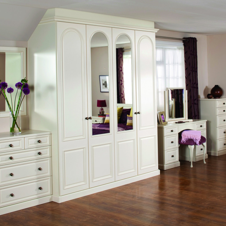 Traditional fitted furniture