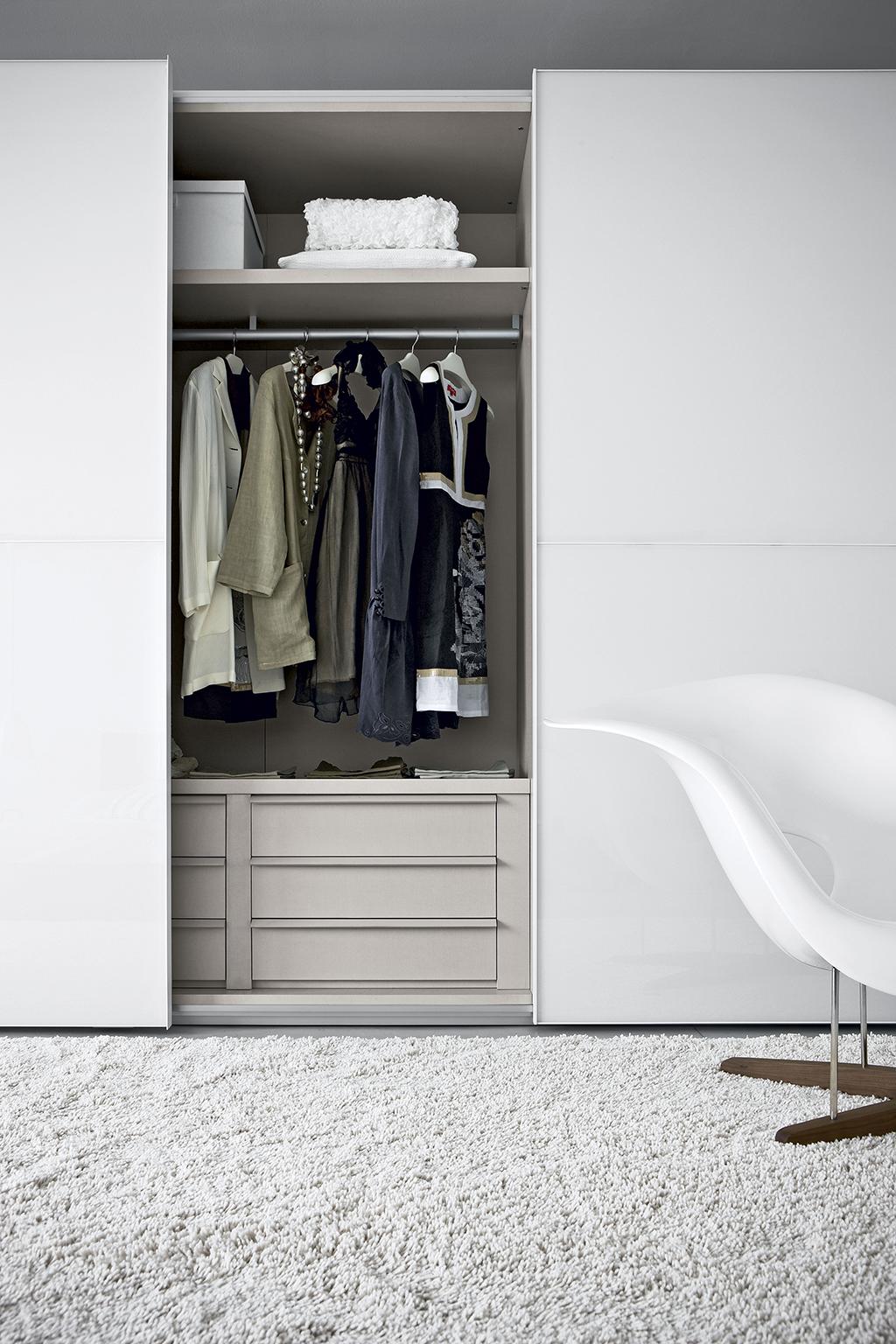 amore 055 fitted bedroom furniture wardrobes uk lawrence walsh furniture. Black Bedroom Furniture Sets. Home Design Ideas