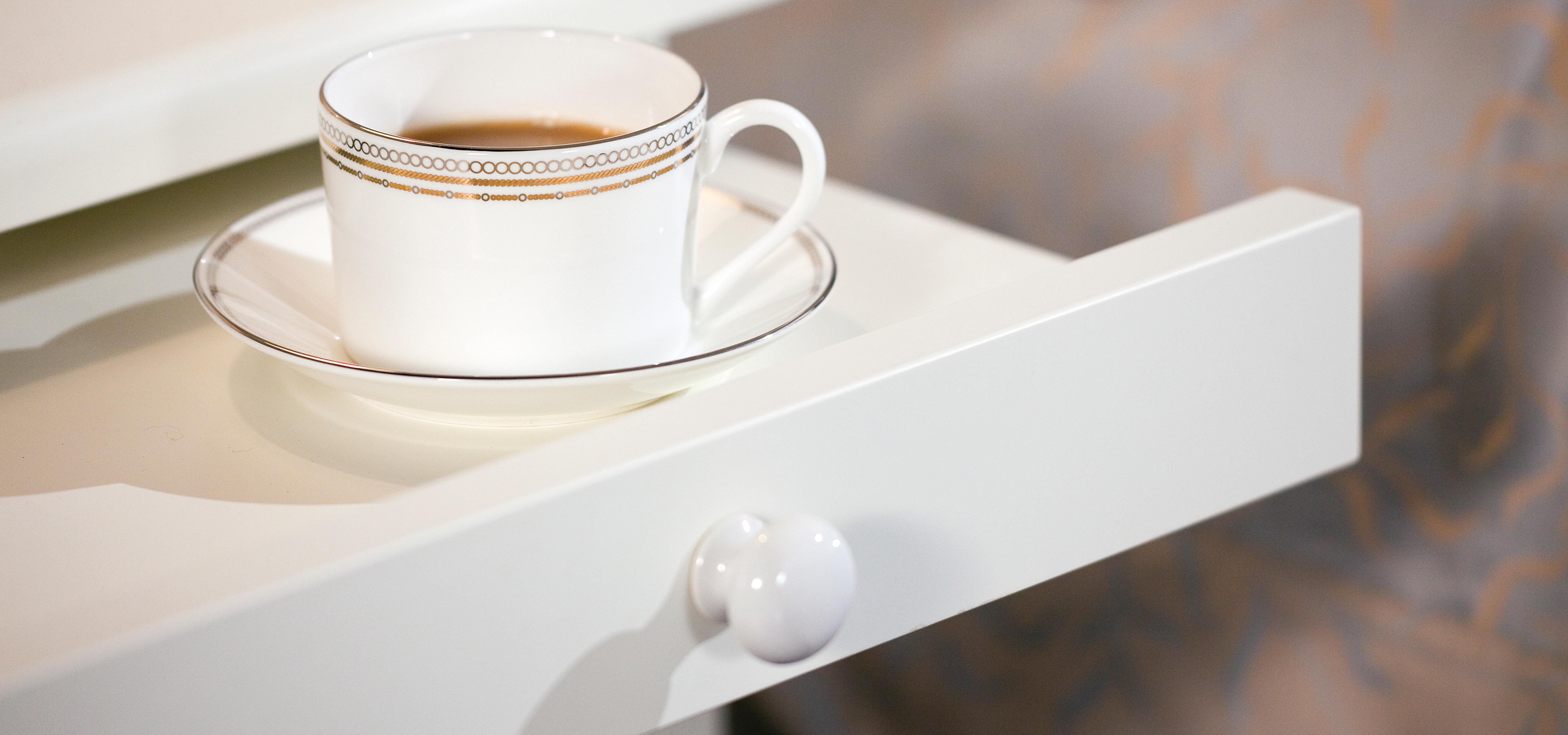 Pull out tea tray