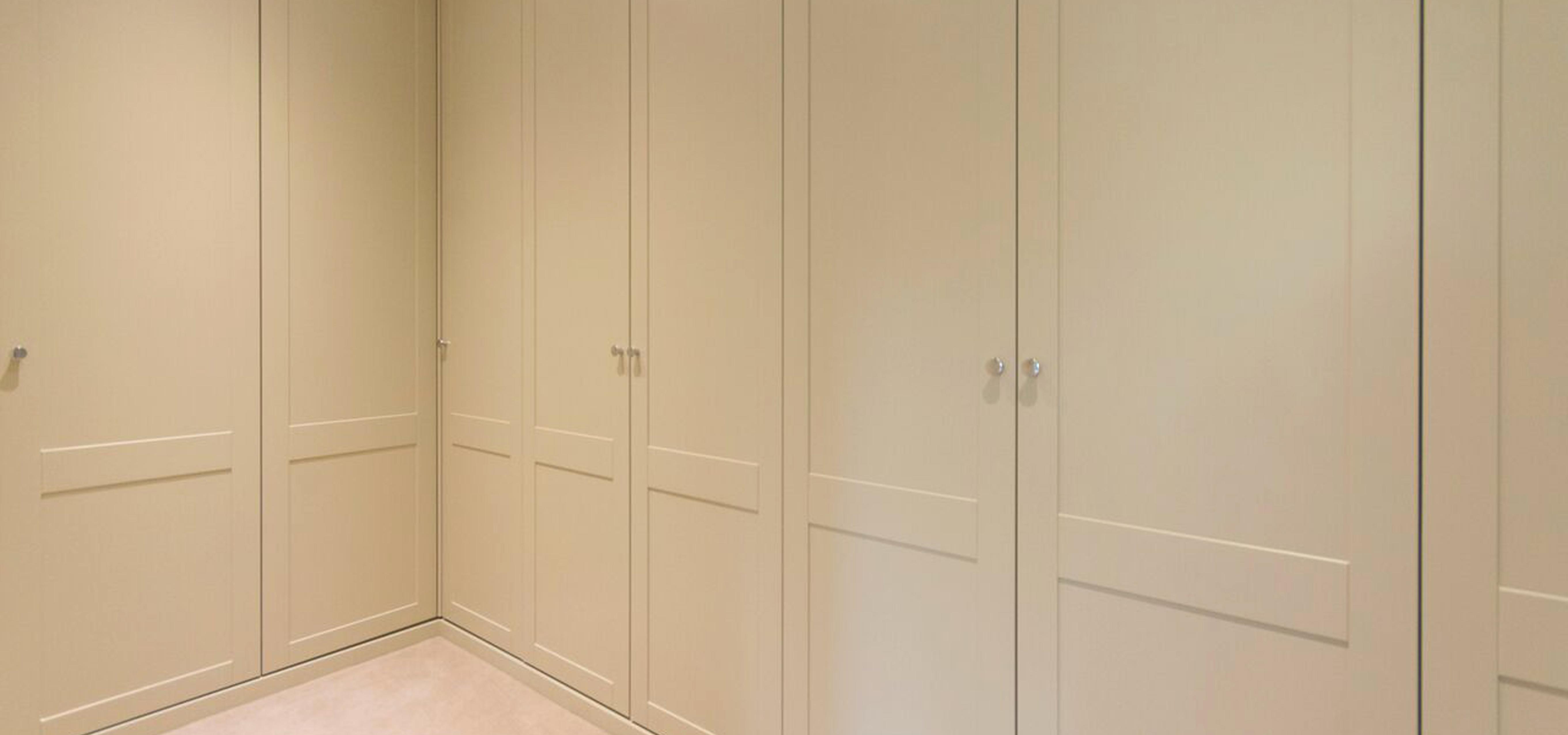 Shaker style dressing room