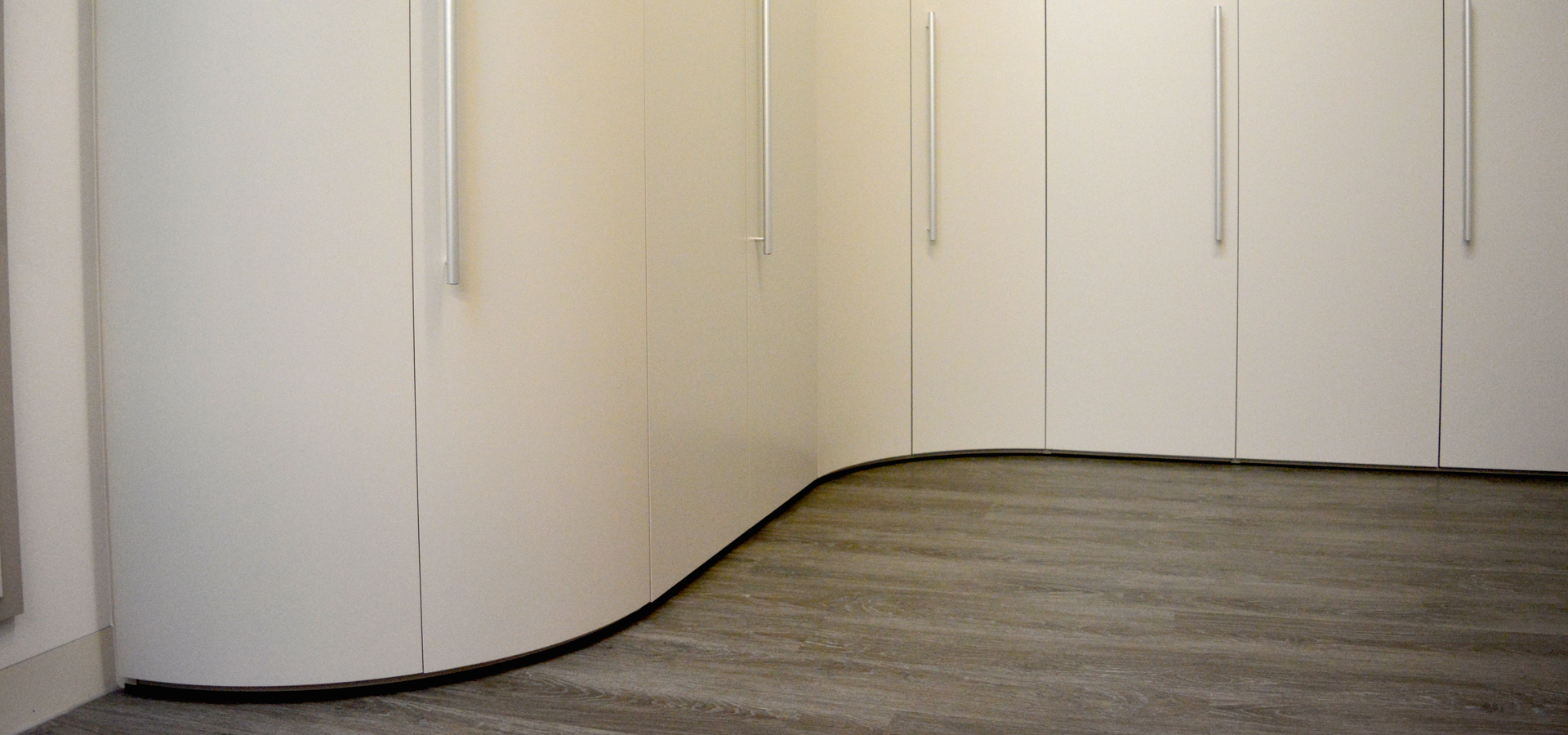 Curved wardrobe dove grey